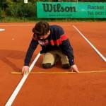 Tennislinierung Neuverlegung - Kontrolle der Linienabstände