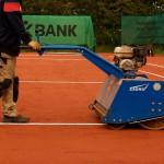 Tennislinierung Neuverlegung - Einwalzen Tennislinie nach dem Einbau