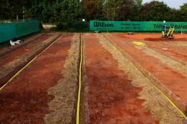 Sportplatzbau - Sanierung Tennisplatz - Einbau Drainage