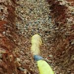 Sanierung-Grundüberholung- Tennisplatz-Drainage-im-Kiesbett-Entwässerung