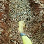 Sanierung Grundüberholung Tennisplatz - Drainage im Kiesbett Entwässerung Tennisplatz