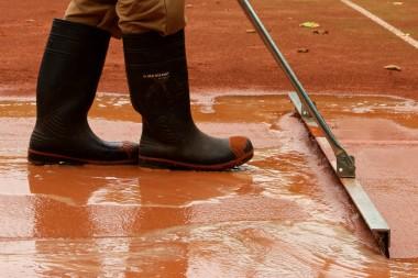 Sportplatzbau -Frühjahrsinstandsetzung - Einschlämmen Ziegelmehl