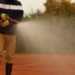 Frühjahrsinstandsetzung -Wässern der neuen Ziegelmehlschicht